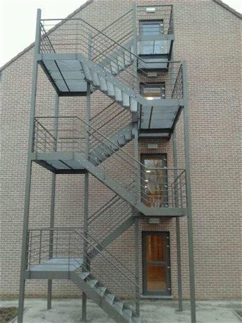 Ferronnerie du bâtiment: garde corps, balcon, terrasse