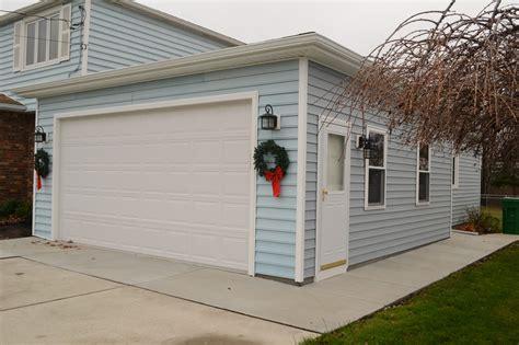 R K Garage Doors by Raynor Roofing Beautiful Raynor Rockcreeke Garage Doors