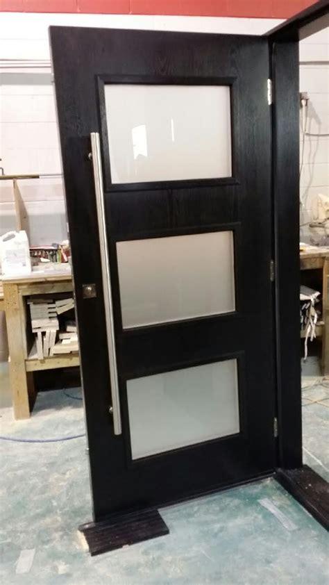 woodgrain fiberglass modern door   door lites