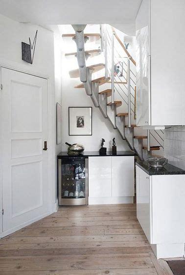 cuisine sous escalier une cuisine toute en ouverture sous l escalier