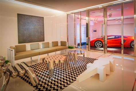 Luxury Skyscraper Allows Residents To Park Their Car