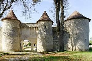 Neuville Du Poitou : ch teau de furigny neuville de poitou pa00105564 monumentum ~ Medecine-chirurgie-esthetiques.com Avis de Voitures