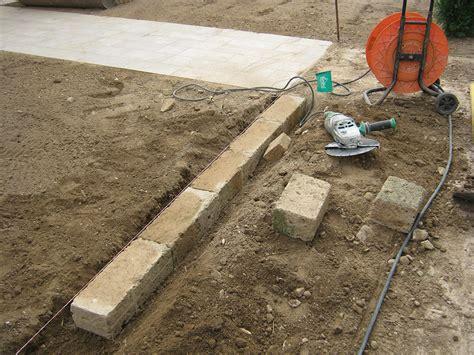 mattoni in cemento per giardino tufo da giardino cemento armato precompresso con mattoni