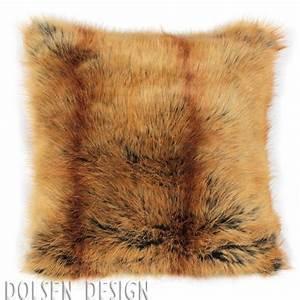 Housse Coussin Fourrure : housse de coussin en fausse fourrure renard roux 40x40cm dolsen design ~ Teatrodelosmanantiales.com Idées de Décoration