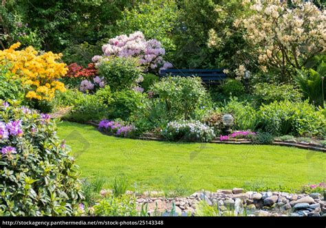 Schöner Garten Im Herbst by Sch 246 Ner Garten Im Sommer Lizenzfreies Foto 25143348