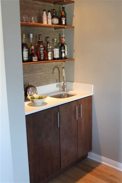 Modern Built in Wet Bar with Walnut Cabinet and Quartz