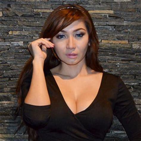 Wanita Pemain Film Dewasa Asal Indonesia Baby Margaretha Tak Suka Kenakan Bra Saat Tidur