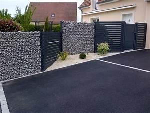 cloture gabion avec alternance des palissades en bois With exceptional amenagement terrasse et jardin 9 pose des palissades dans le beton palissade