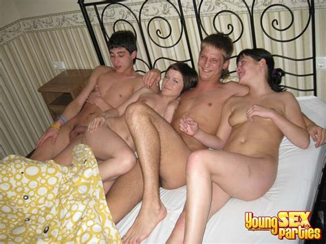 Young Sex Parties Teenagers Hanging Out And Fucking Loud Pichunter