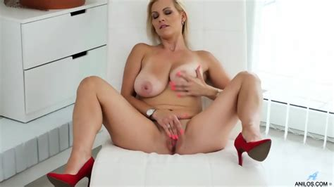 Busty MILF In Solo Action EPORNER