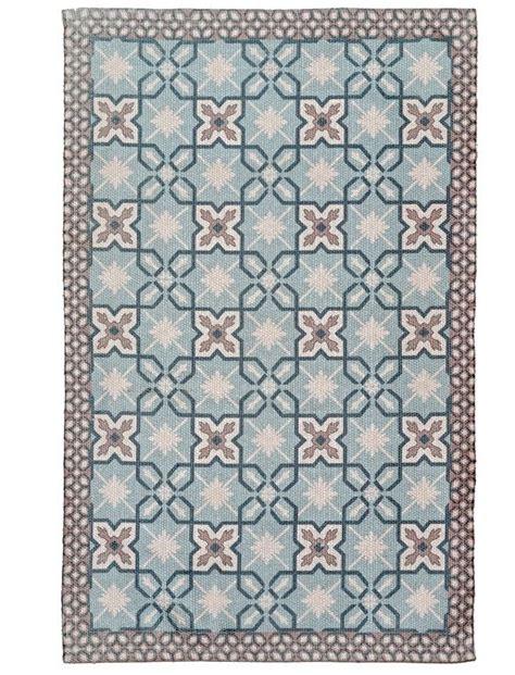 linoleum bodenbelag günstig sehr praktischer teppich aus pet flaschen gewebt und mit