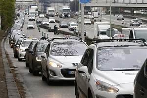 Annonce Taxi Parisien : taxi drivers stop traffic in paris uberpop to be banned ~ Medecine-chirurgie-esthetiques.com Avis de Voitures