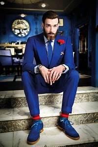 Blauer Anzug Schwarze Krawatte : blauer anzug wei es und dunkelblaues vertikal gestreiftes businesshemd blaue wildleder brogues ~ Frokenaadalensverden.com Haus und Dekorationen
