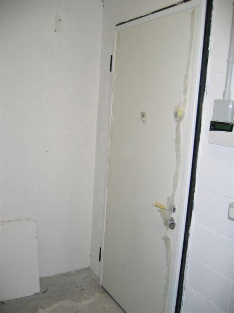 rivestimento porta ingresso porte blindate con rivestimento alluminio bianco infix