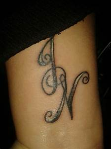 Tattoo Unendlichkeitszeichen Mit Buchstaben : rnb st4r handgelenk tattoo j n tattoos von tattoo ~ Frokenaadalensverden.com Haus und Dekorationen