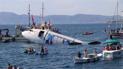 Boat Crash Corsica by Passagierflieger Wird Zum Riff Airbus A300 Versinkt Vor