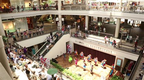 Oahu 2015 – Day 2 Part 2: Ala Moana Mall and The Pig and ...