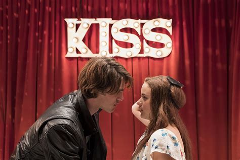 The Kissing Booth Trailer Cozies Up For A Looksee
