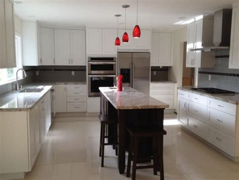 glass pendant lights add a touch of color to this kitchen
