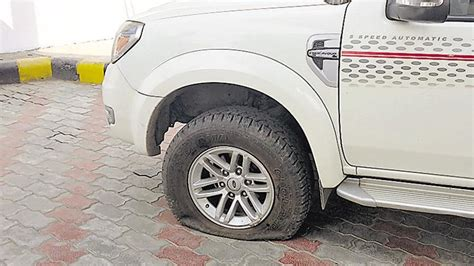 Tales Of Looting By Car Tyre Puncture Racket In Pune City