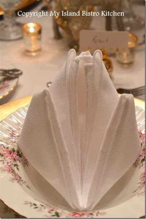 20 Plus Napkin Folding Styles   Page 5 of 5   Setting for Four