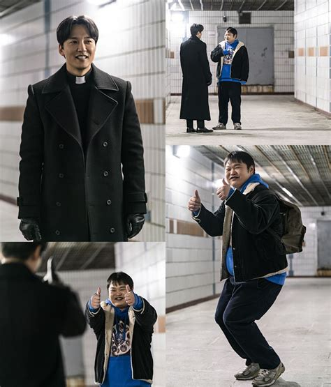 김남길이 웃는다…'열혈사제' 신부님의 반전 웃음 | SBS연예뉴스