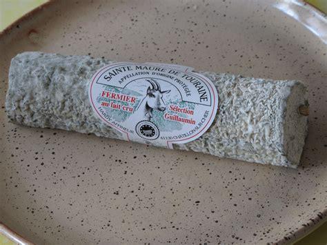 st maure de touraine file sainte maure de touraine cheese jpg wikimedia commons
