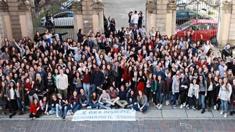 Esame Di Stato Pavia by Pavia I Liceali Cairoli Chiedono L Orario Prolungato