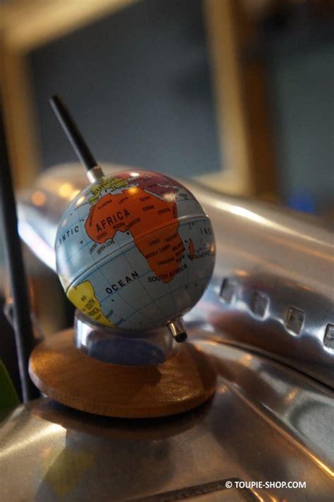 jeux au bureau mappemonde toupie métal jeux au bureau cadeau original