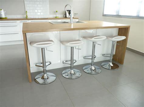 cuisine blanche en bois 10 idées de cuisines aux meubles laqués blancs et bois