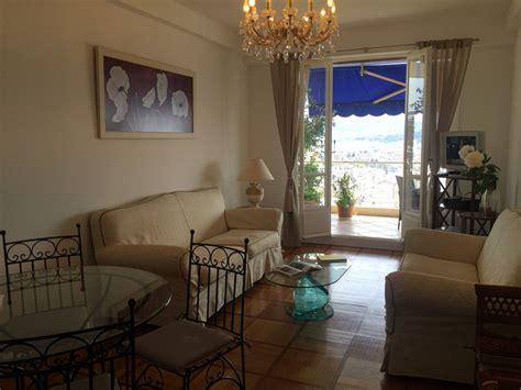 appartement 3 pièces deux chambres salon et terrasse