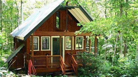 built   bold woman  tiny house  north carolina