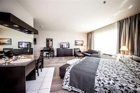 hotel suite avec indogate chambre avec lit king size