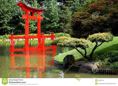 Japanischer Garten Aufbau by Japanischer Garten Mit Torii Stockfotos Bild 10087613