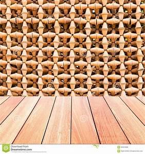 mur decoratif des pots de poterie avec le plancher en bois With mur en bois decoratif