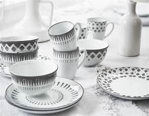 Geschirr Mit Blumen : porzellan trends im fr hling porzellan keramik f r einen sch n gedeckten tisch living at ~ Frokenaadalensverden.com Haus und Dekorationen