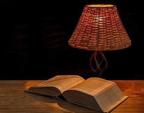 le de chevet lecture clara l 233 vy 171 comment le livre de chevet vient au lecteur 187 les r 233 seaux du livre
