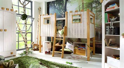 hochbett für kinderzimmer kinderhochbett als ritterburg aus holz paradise