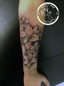 Tatouage Avant Bras Femme : tatouage avant bras femme fleur de lys acidcruetattoo ~ Melissatoandfro.com Idées de Décoration
