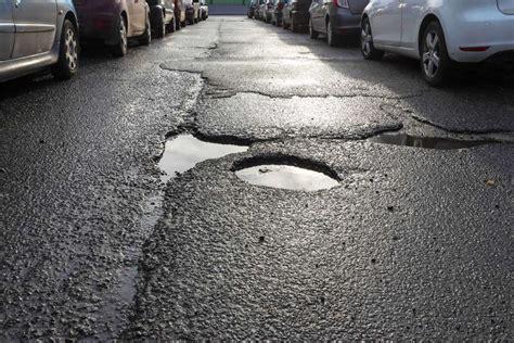 couverture siege auto degradation de la chaussee et voiture endommagee quels