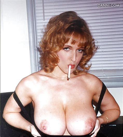 Smoking Hot MILFs Pics XHamster