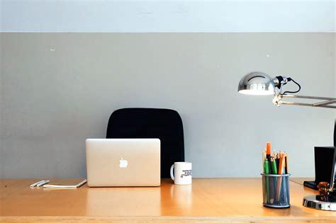 chaise bois blanc image libre bureau affaires chaise tasse de café