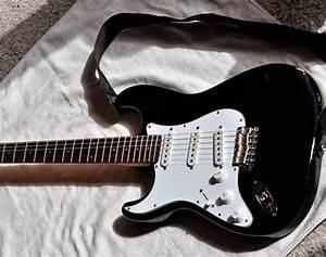 Guitar Kurt Cobain played on Nirvana's final US tour to be ...