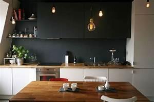 deco salon cuisine blanche avec plan de travail en bois With deco cuisine avec chaise de salon blanche