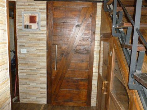 puertas madera bajo escalera bano cocina paredes madera  en mercado libre