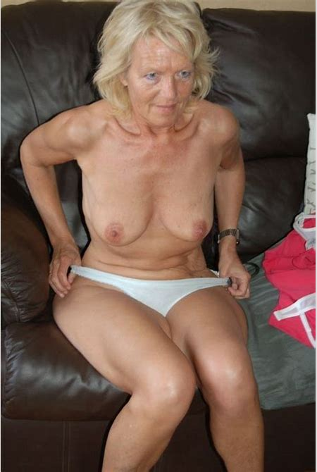 Granny Cute XXX Pics and Mature sex - Amateur old woman show pussy
