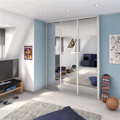 changer les portes de placard de cuisine porte de placard coulissante miroir argent spaceo l 67 x h