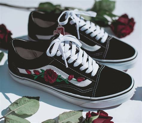 You have successfully added rose embroidery old skool dx to your favorites. VANS OLD SKOOL CUSTOM 'ROSE' PATCH EUR 34.5-48 UNISEX ...
