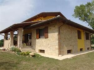 Casa moderna Roma Italy: Terrazzi in legno
