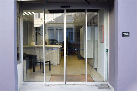 prix d une porte automatique de magasin porte coulissante entree placard entree portes